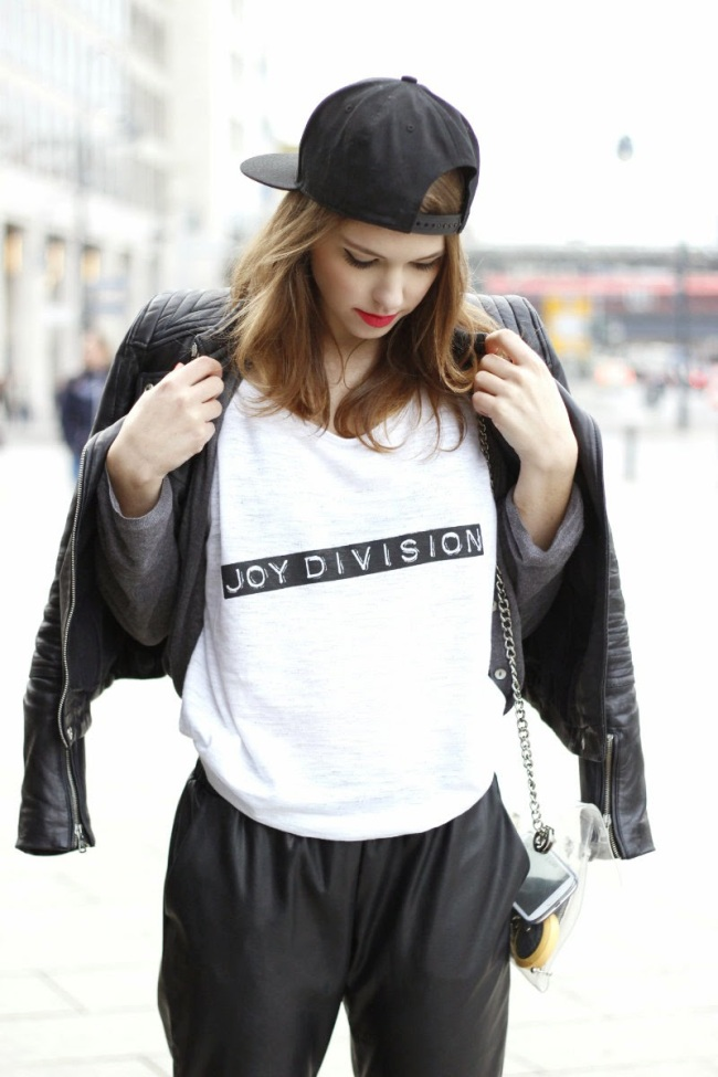 joydivision-goldshnee-fashion-blogger-tshirt-street-style